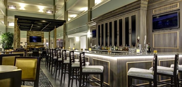 Lounge and bar at Embassy Suites Williamsburg Virginia